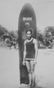 Anonymous_photograph_of_Duke_Paoa_Kahanamoku_with_his_surfboard