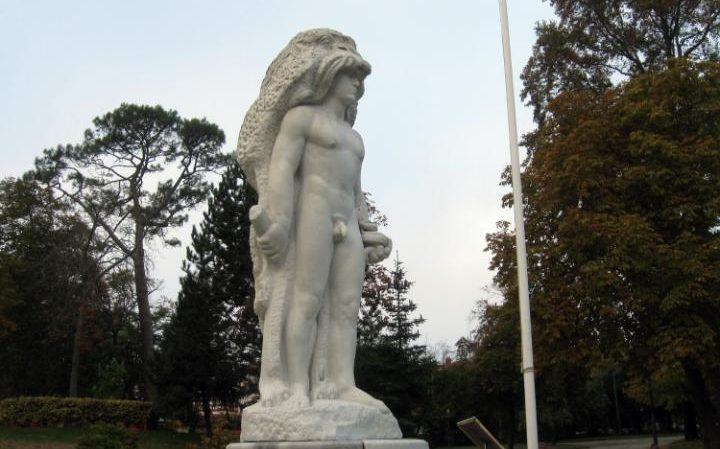 95902331_restricted-statue-large_trans++oC1KLvdKTc_v1L1R92-Vtb_DoFhITEvkIGw3fhSRNRw